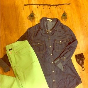 Green Reign jeans & denim shirt with jewelry